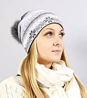 Вязаная шапочка с снежинками