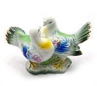 Статуэтка фарфор влюбленные Голуби целуются разноцветные