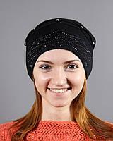 Вязаная шапка с резинкой украшенной стразами