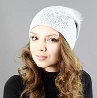 Зимняя шапка с пышным помпоном