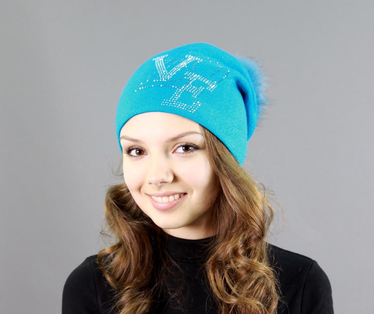 Шапка на зиму ніжно блакитного кольору