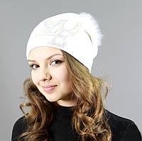 Белоснежная шапка с буквами из страз