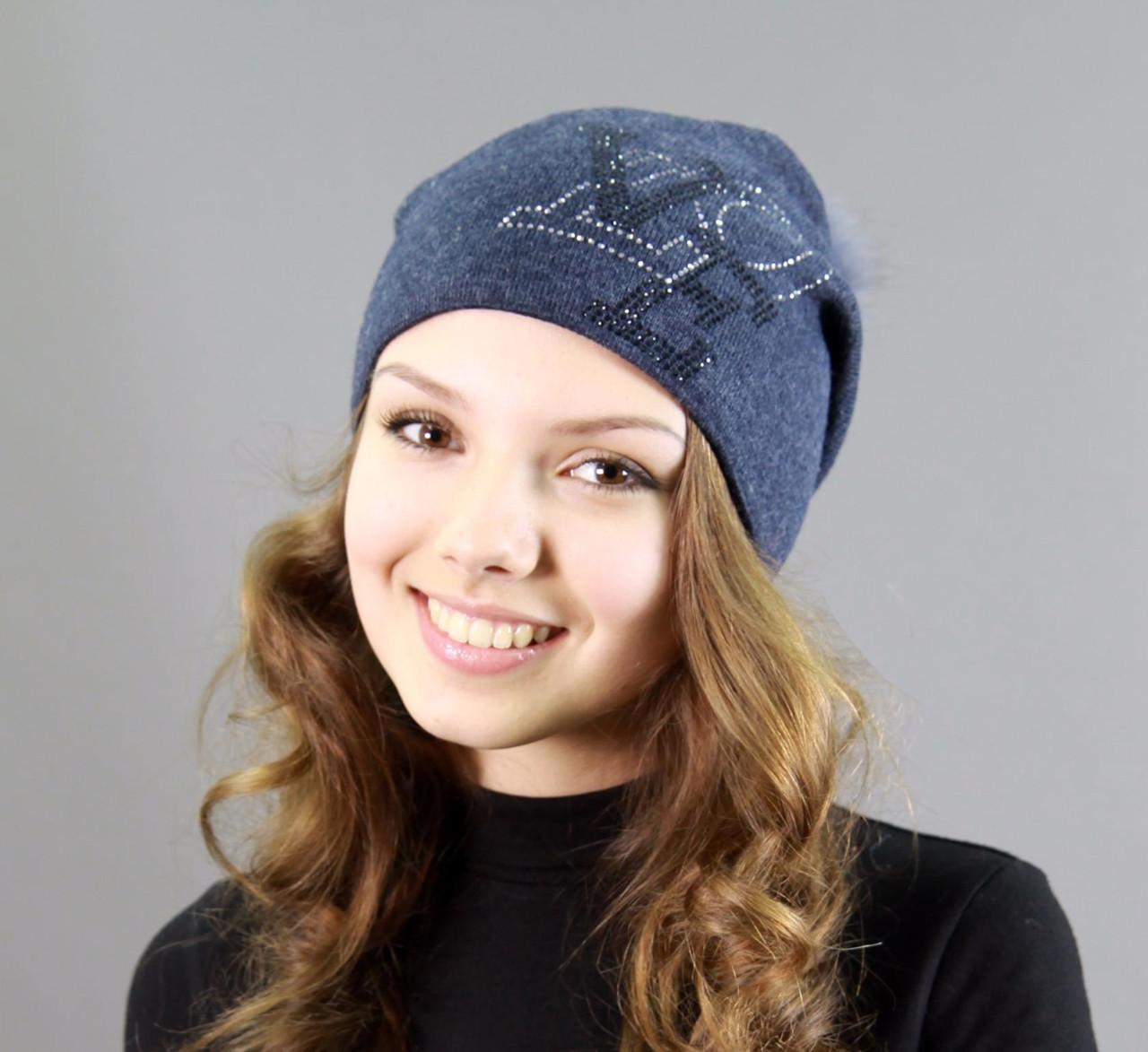 Жіноча шапка темно синя з малюнком