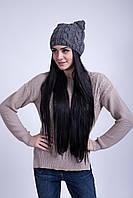 Серая вязаная шапка из крупных кос