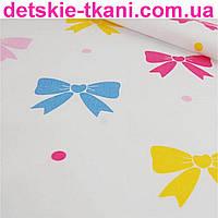 Польская хлопковая ткань с разноцветными бантиками (№103).
