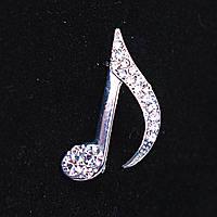 [30Х15 мм.] Брошь Музыкальная Нота, металл Silver и стразы