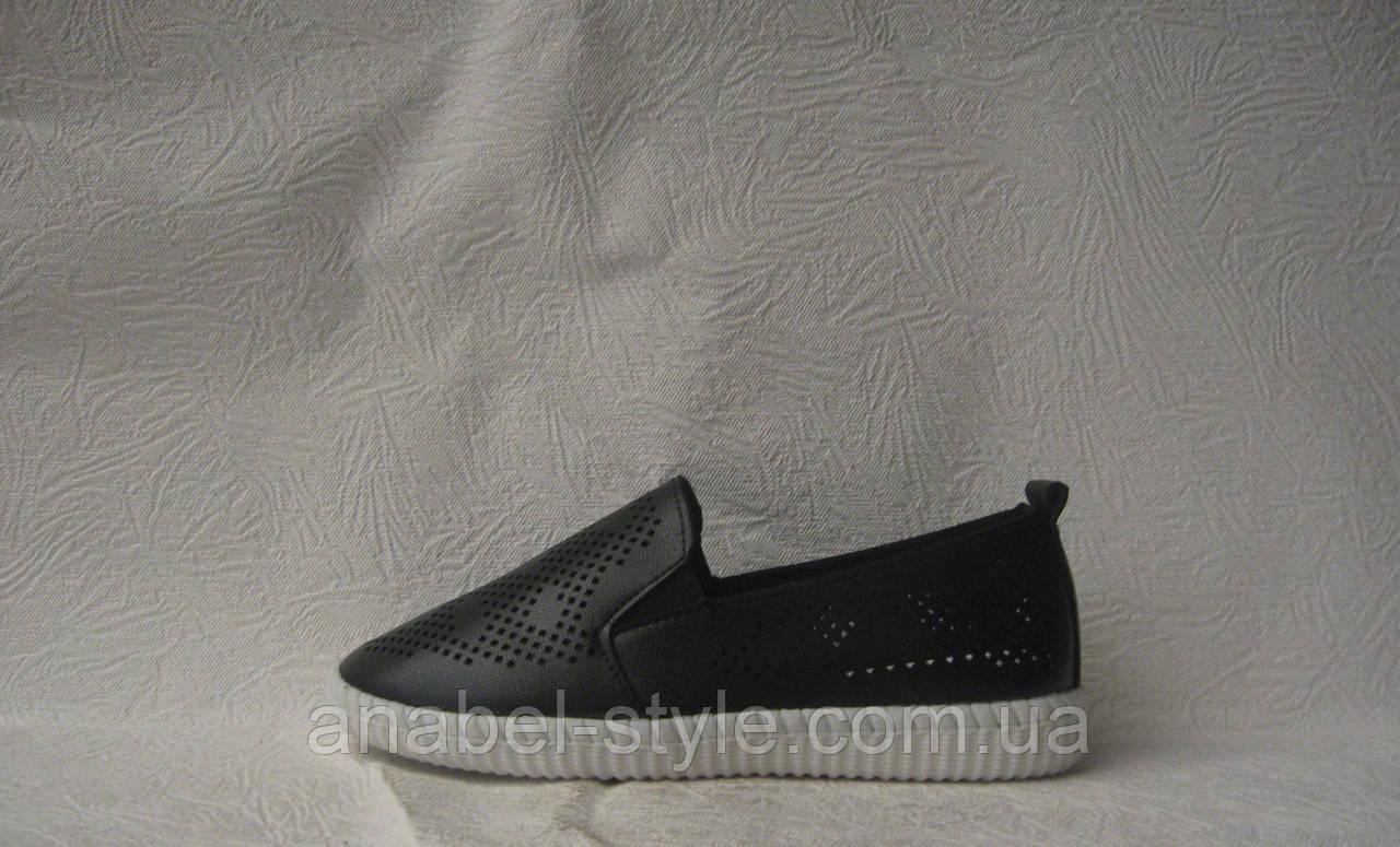 Слипоны женские стильные черного цвета перфорация