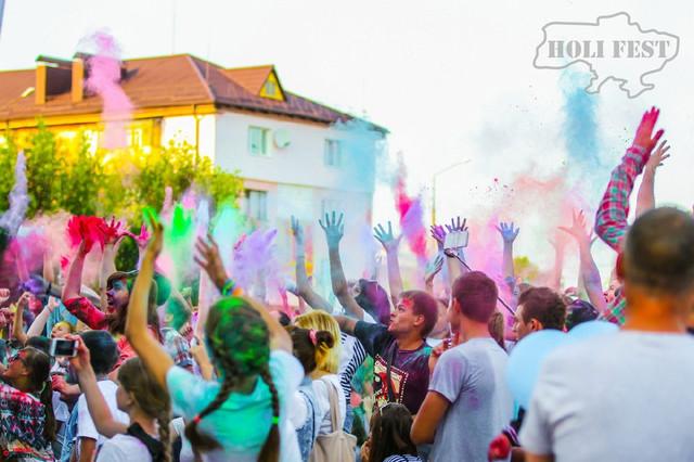 У місті Сарни пройшло яскраве і незабутнє свято фарб холи!