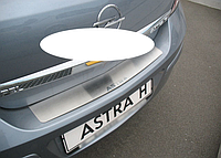 Накладка на бампер Opel Astra III H 4D 2004-2009