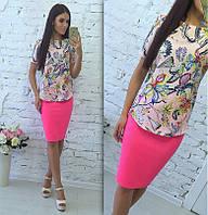 Костюм однотонная юбка-карандаш + яркая блузка с принтом