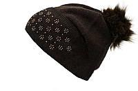 Коричневая шапка с помпоном