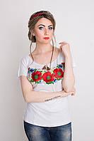 Нарядная женская футболка бедого цвета с вышивкой