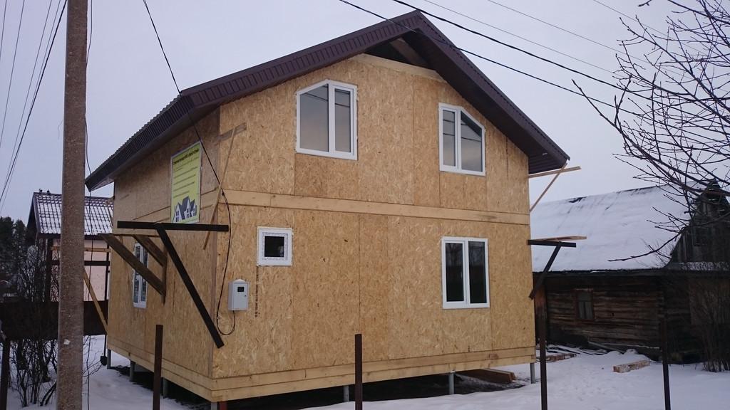 Произведена обшивка крыши ветрогидрозащитой и обрешеткой. Смонтирована металлочерепица, подшиты карнизы и установлены окна ПВХ.