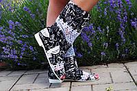 """Черно-белые летние стильные тканевые сапожки """"Газета"""" с открытым носком и кружевной вставкой. Арт-0173"""