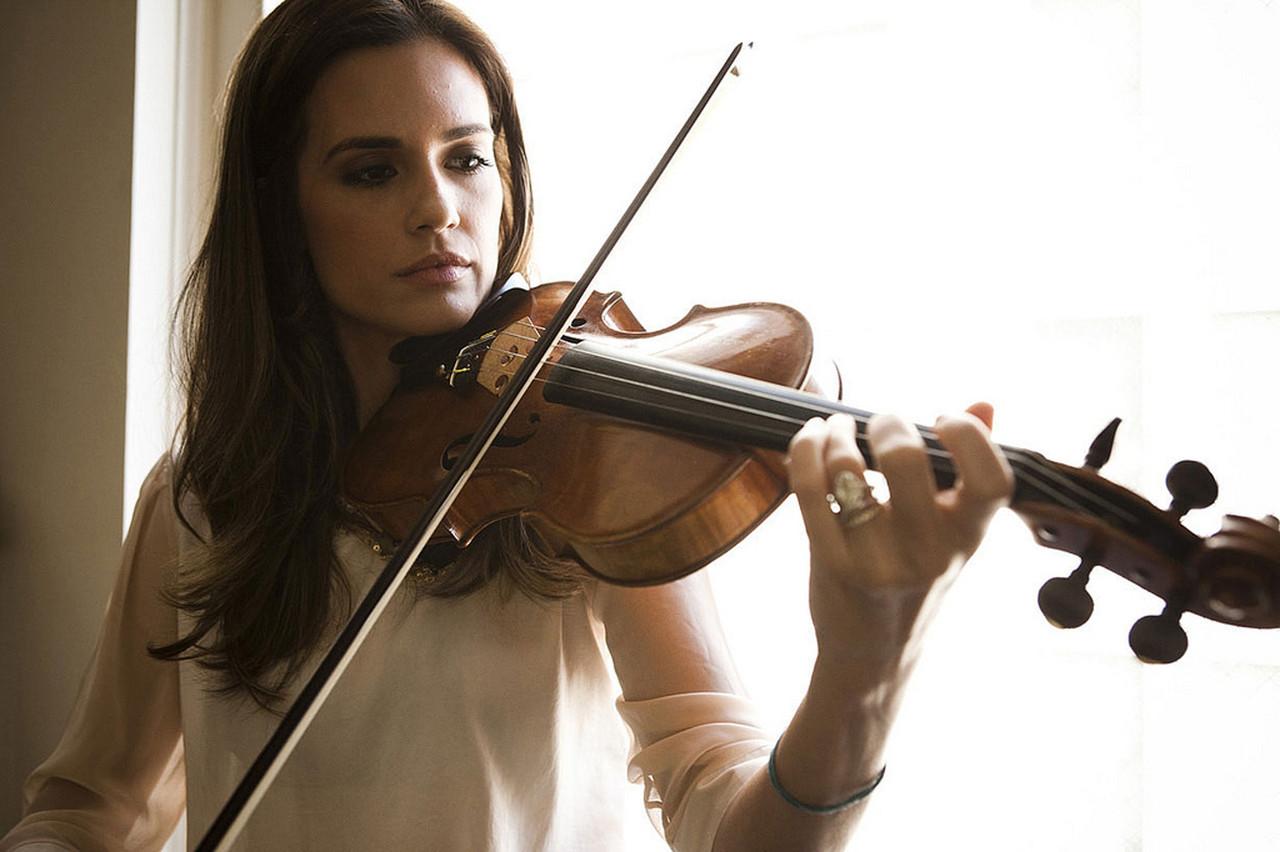 Музыкальное сопровождение: скрипка