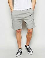 Мужские спортивные шорты Nike серого цвета с черным логотипом