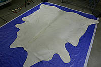 Необычная бело молочная коровья шкура для интерьера, фото 1