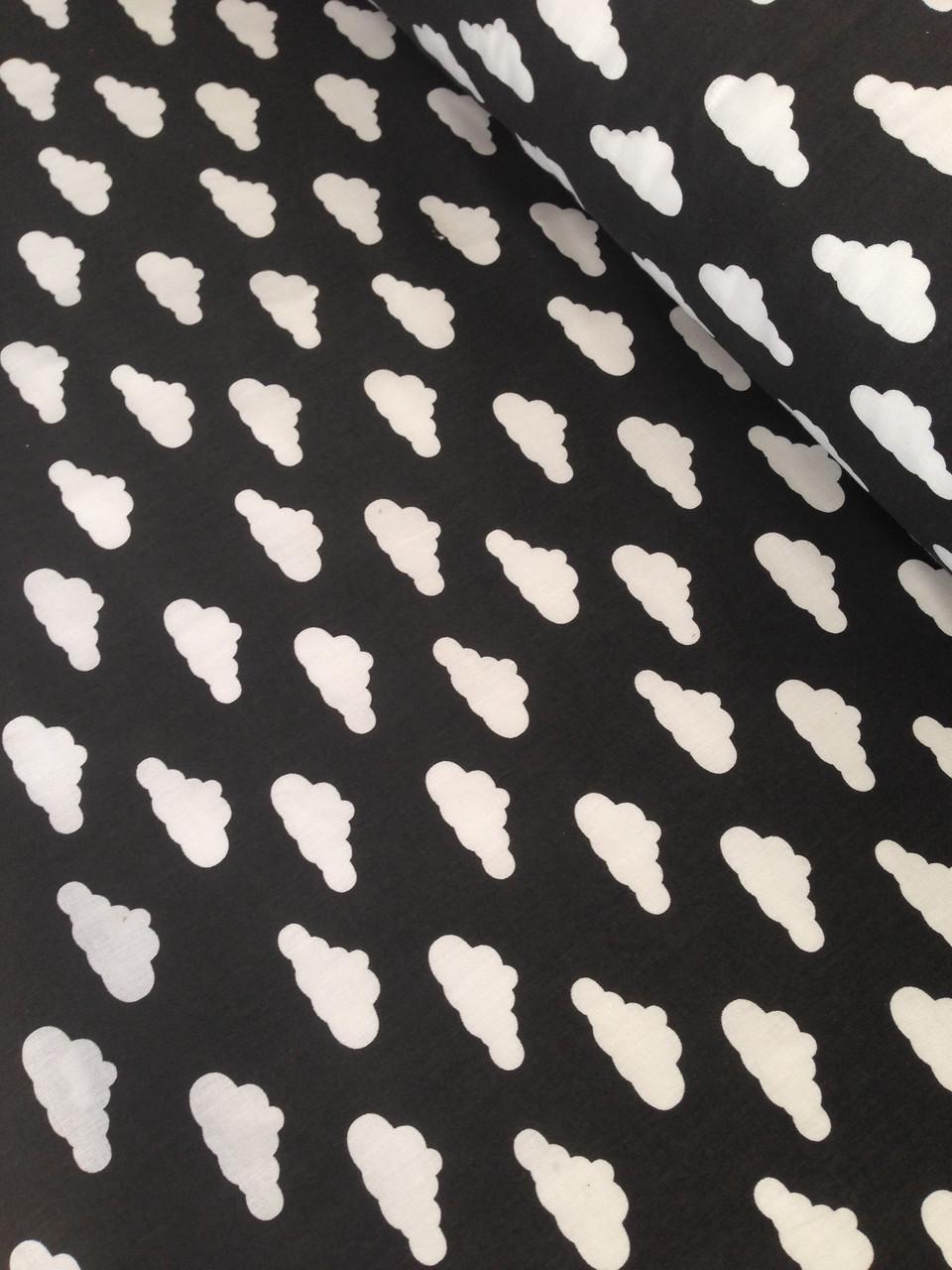 Хлопковая ткань польская белые облака на черном