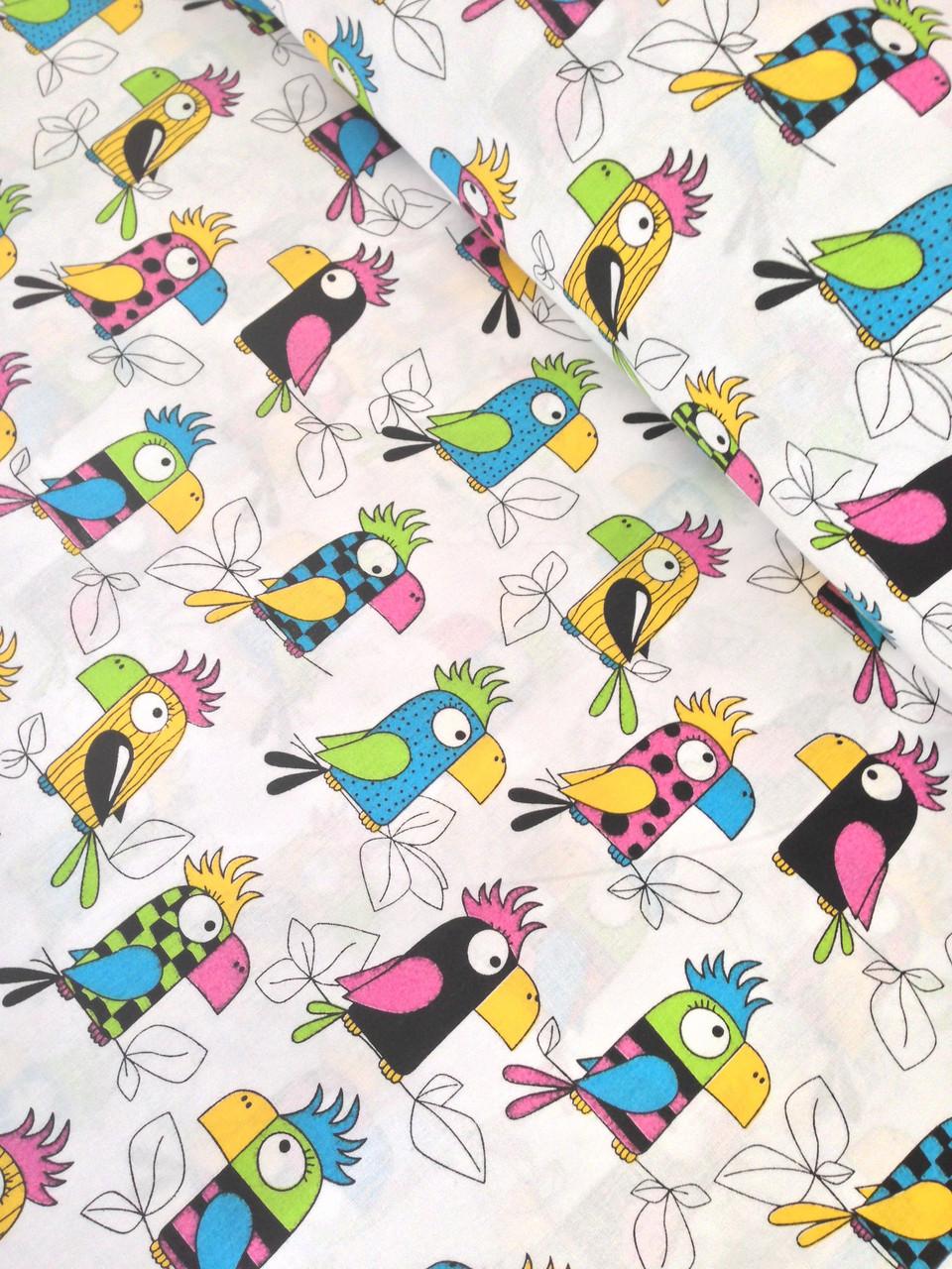Хлопковая ткань польская попугаи разноцветные на белом
