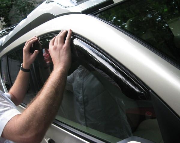 Дефлекторы (ветровики) окон, польза или вред? Способы установки