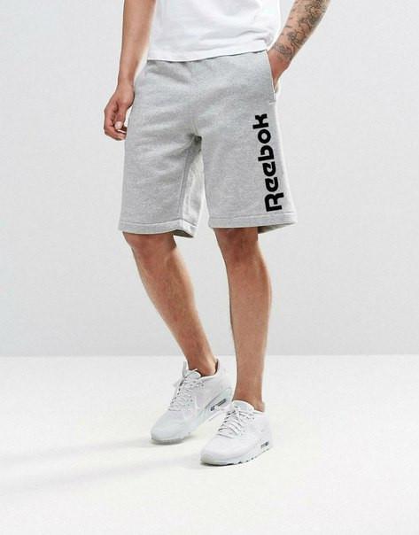 Мужские спортивные шорты Reebok серого цвета с черным логотипом