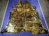 Черная шкура коровы с золотым покрытием под старину