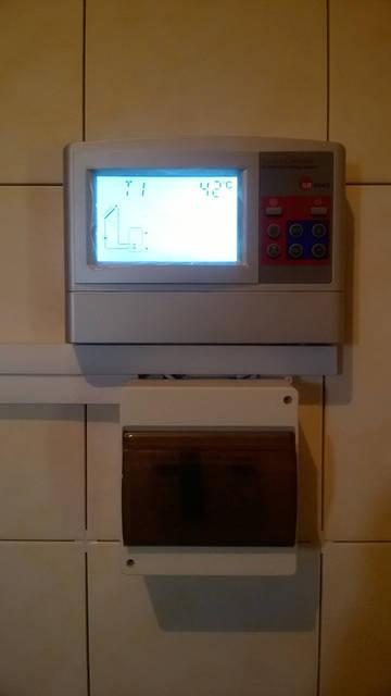 Блок электрических комплектующих и контроллер грамотно и надёжно управляют работой гелиосистемы.