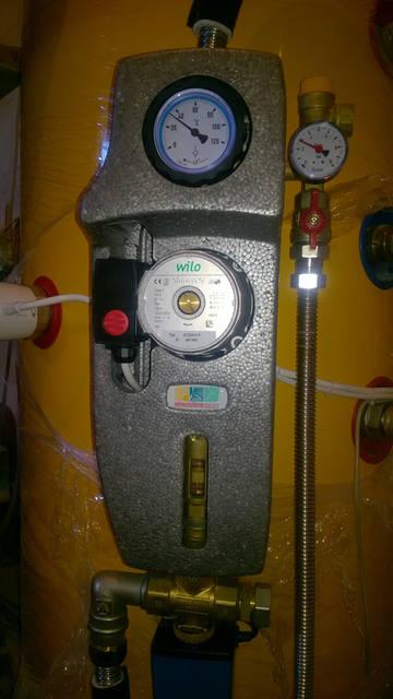 Итальянская насосная группа укомплектована краном-термометром с обратным клапаном, манометром и расходомером для контроля основных рабочих параметров системы.