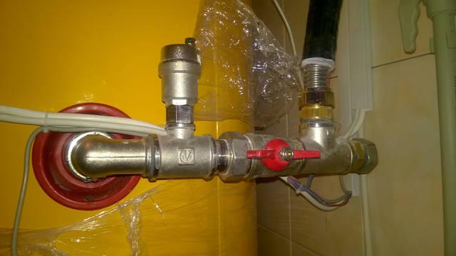 Один выход с тройника заглушен, до установки теплового аккумулятора.