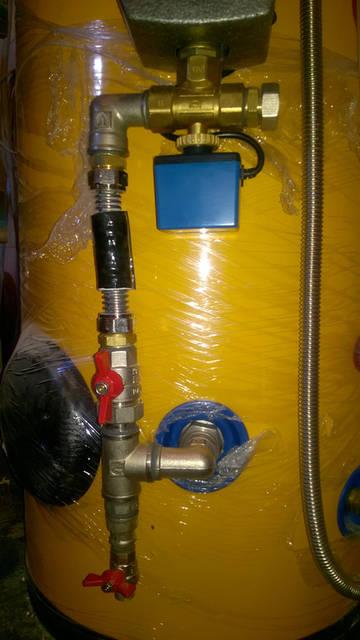Трёхходовой клапан будет непосредственно задавать направление движения теплоносителя в бойлер ГВС или тепловой аккумулятор, в зависимости от приоритета.