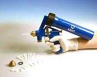Пневматический спрей-пистолет с насадками для распыления герметика