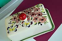 Маслёнка керамическая с бабочками и мелкими цветами