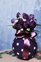 Ваза круглая с искусственными цветами, фиолетовая