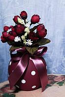 Ваза керамическая с искусственными цветами, цвета фуксии
