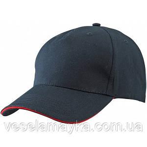 Черная кепка-сэндвич с красной вставкой