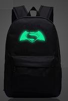 Молодежный рюкзак Batman vs Superman с фосфорным знаком.