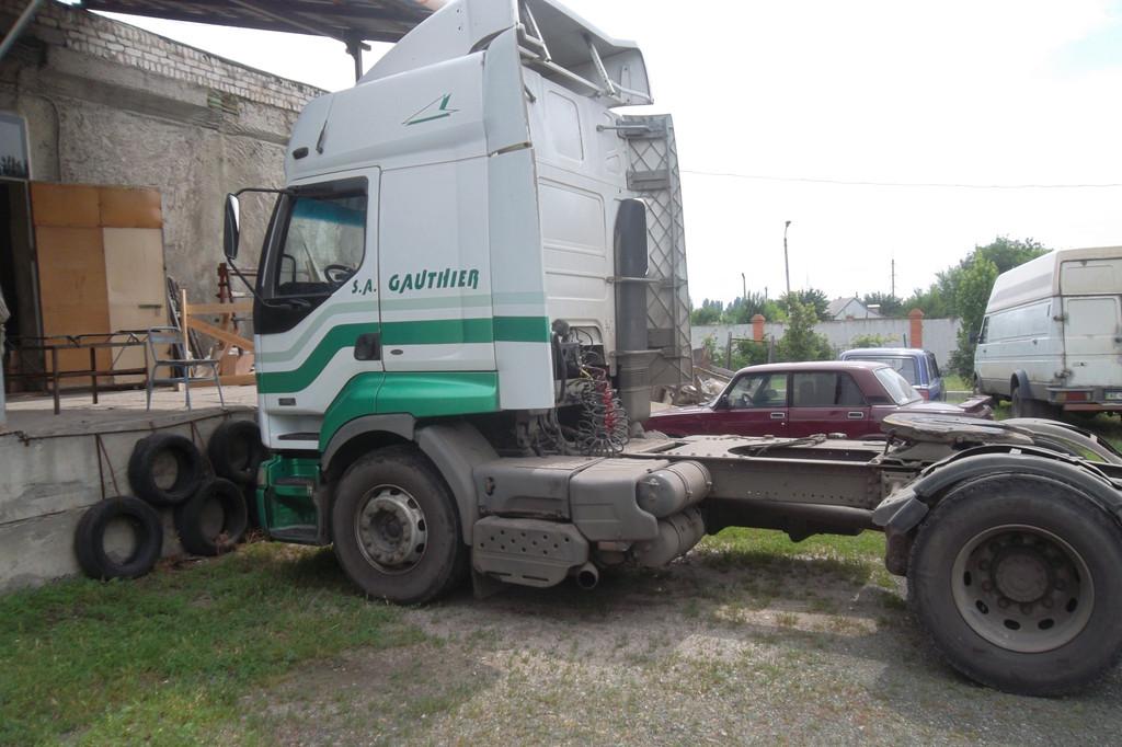 Замена лобового стекла на грузовике Renault Premium в Никополе 1