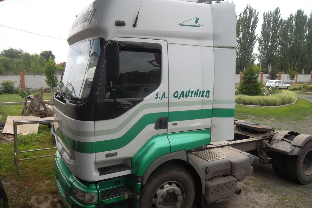 Замена лобового стекла на грузовике Renault Premium в Никополе 2