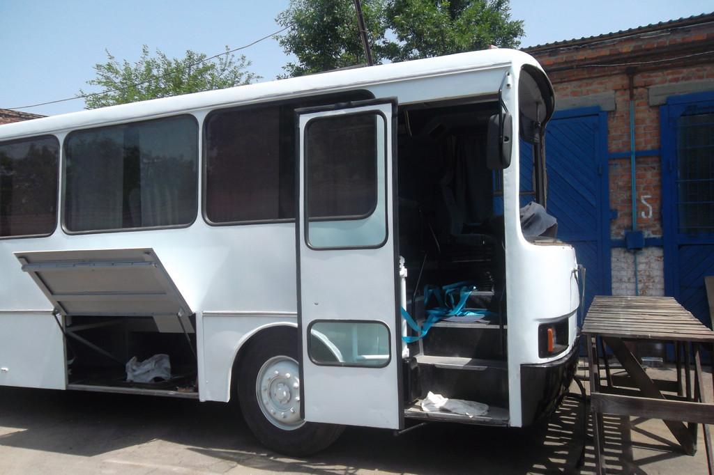 Замена лобового стекла на автобусе ЛАЗ 4207 в Днепре