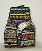 Прогулочный рюкзак для девочки с разноцветным орнаментом