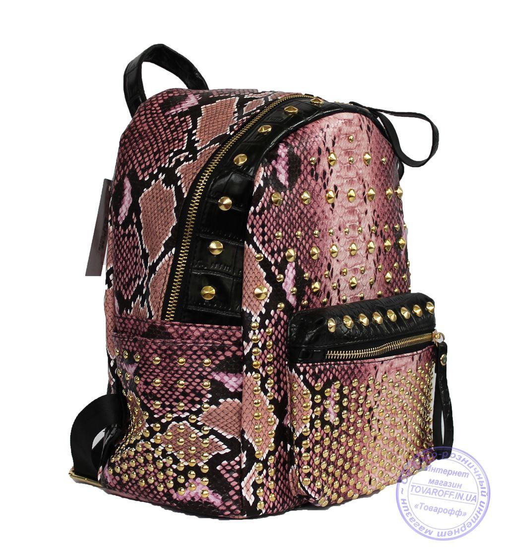 Оптом Рюкзак с заклепками из змеиной эко кожи - розовый - 507