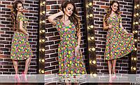 Женское разноцветное платье из крепа и короткими рукавами