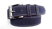 Замшевый ремень 45 мм тёмно-синий с двойной белой ниткой пряжка классическая комбинированная чёрно-серая