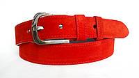 Замшевый ремень 40 мм красного цвета пряжка матовая классическая овальная