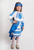 Костюм для девочки с синей вышивкой