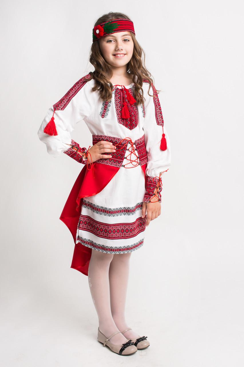 Красный костюм для девочки с вышивкой