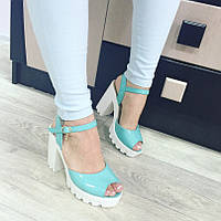 Женские босоножки на каблуке голубые