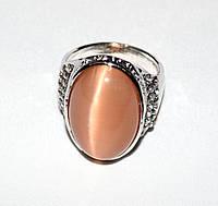 Кольцо с персиковым кошачьим глазом и стразами