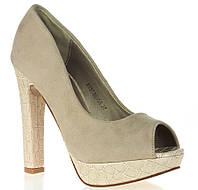 Елегантные туфли на каблуке бежевого цвета. Очень стильные!