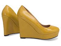 Женские желтые туфли на платформе